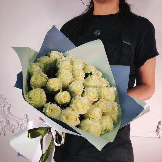 Букет из 35 Белых роз (коробка конфет в подарок, условие в описании)