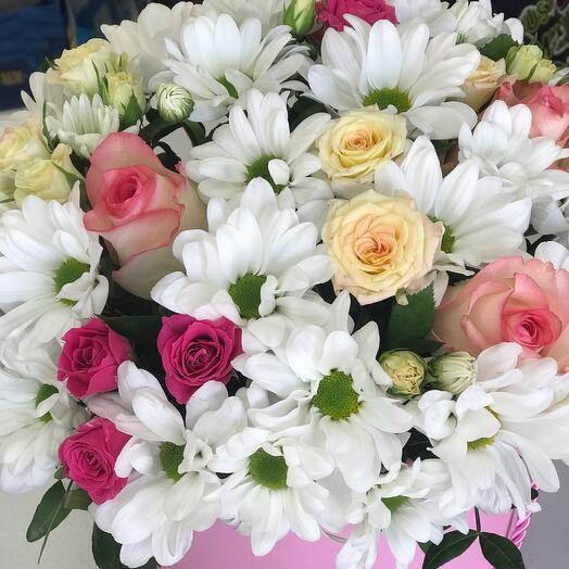 Букет хризантем с розой