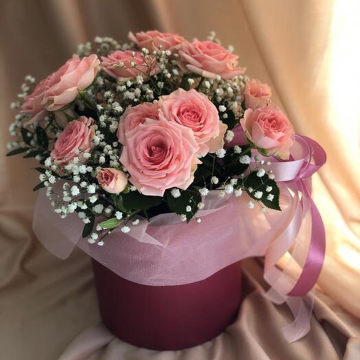 Розовая шляпная коробка