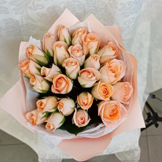 Букет из 25 роз персиковых
