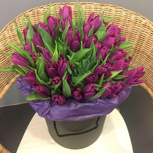 51 тюльпан в шляпной коробке: букеты цветов на заказ Flowwow