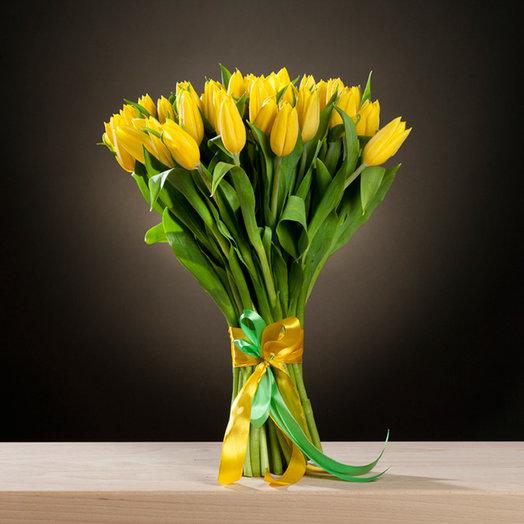 Букет из 33 желтых тюльпанов: букеты цветов на заказ Flowwow