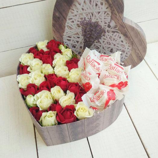Раффаэлло и розы: букеты цветов на заказ Flowwow