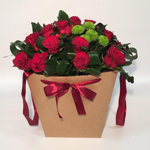 Бордовые розы в коробке: букеты цветов на заказ Flowwow