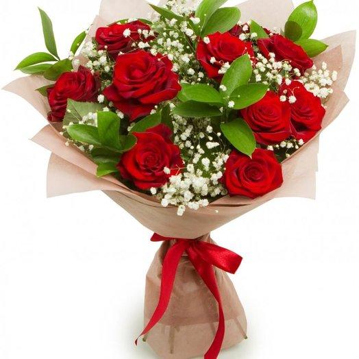 красная роза с гипсофилой