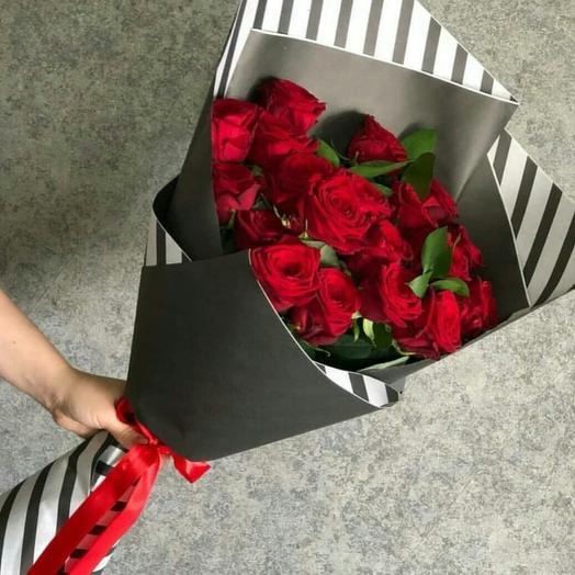 Букет из 19 красных роз: букеты цветов на заказ Flowwow