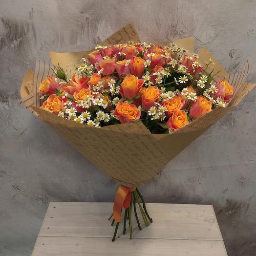 Букет из кустовой розы и танацетума: букеты цветов на заказ Flowwow