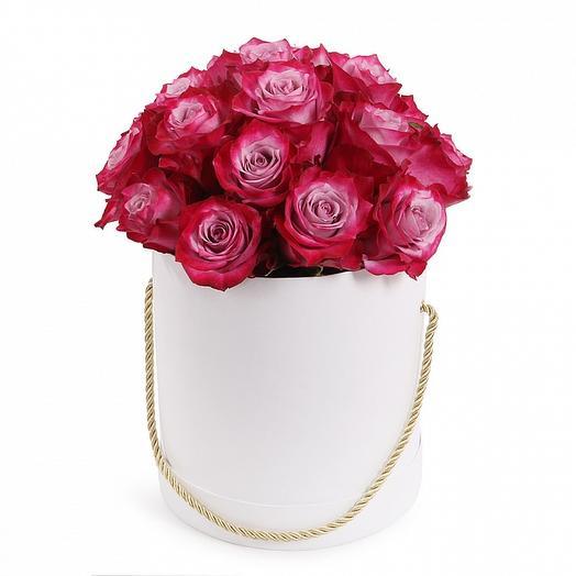 25 роз Эквадор Премиум в шляпной коробке: букеты цветов на заказ Flowwow