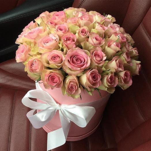 49 кенийских роз в коробке: букеты цветов на заказ Flowwow