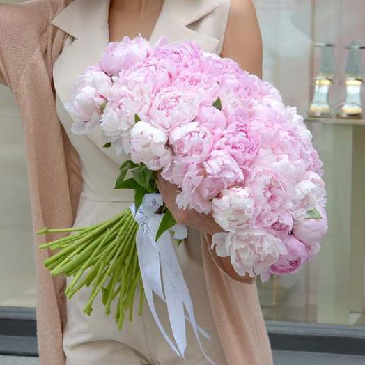 """Букет из 51 пиона """"Sarah Bernhardt"""": букеты цветов на заказ Flowwow"""
