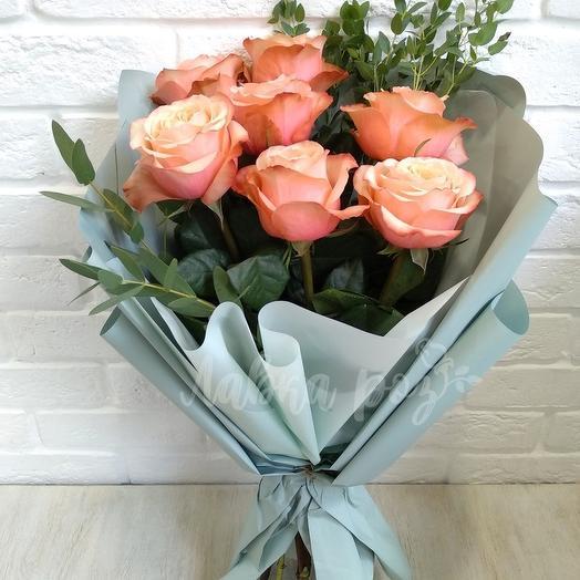 """Букет из роз """"Кахала"""" с зеленью"""