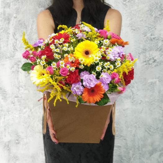 Разноцветная коробка с герберами, лунной гвоздики, ромашки