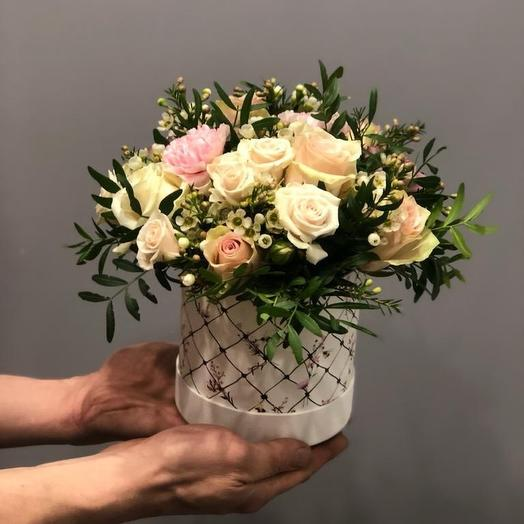 А может лучше в коробке: букеты цветов на заказ Flowwow
