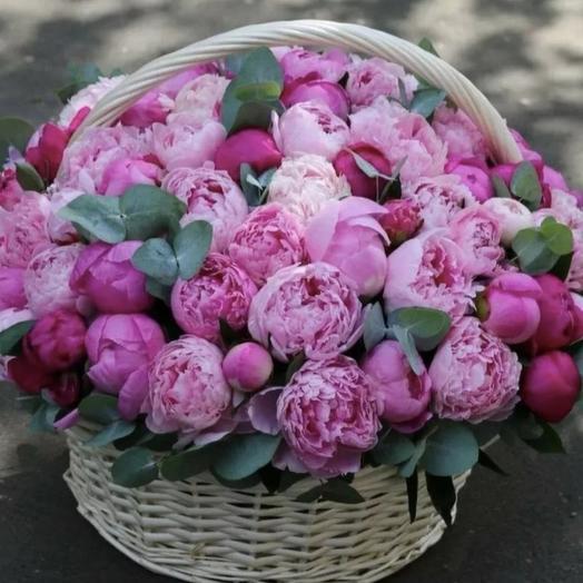 Корзина розовых пионов: букеты цветов на заказ Flowwow