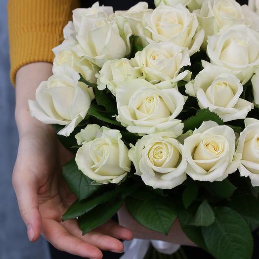 21 белая роза 50-60 см (Россия) под атласную ленту