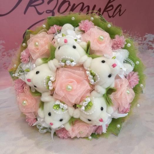 A bouquet of bears