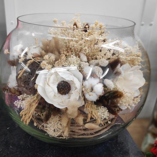 Сухоцветы в круглой вазе