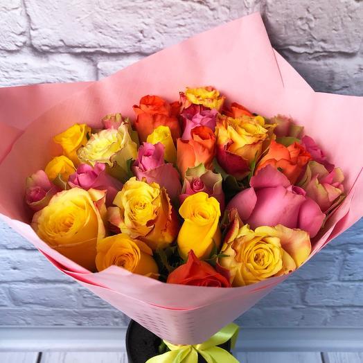 27 разноцветных роз