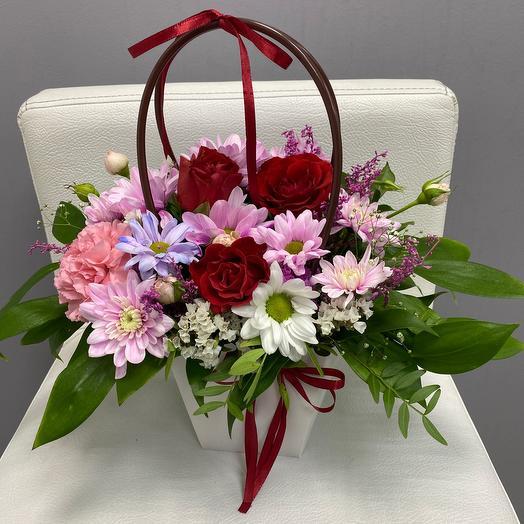 Цветы в коробке-яркий  день