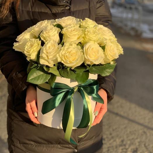 Розы шляпной коробке