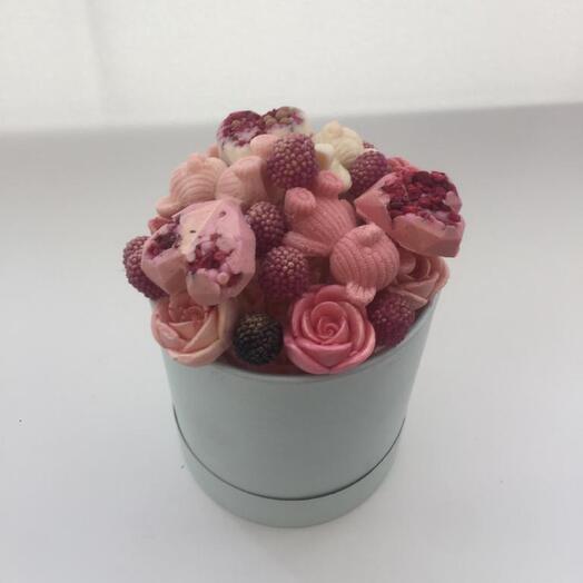Микс из шоколадных роз,мишек и сердец