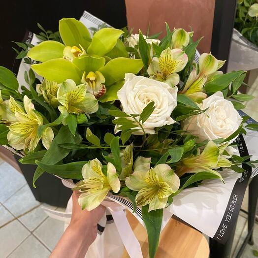 Лаймовый букет с орхидеями