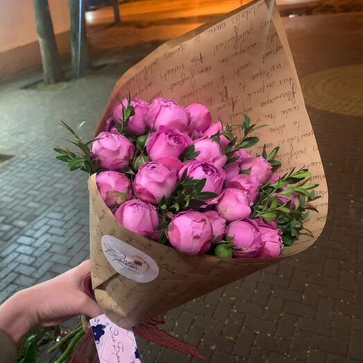 Букет кустовых пионовидные роз