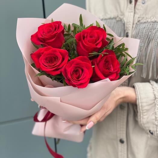 Букет Простая романтика из 5 красных роз