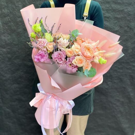 Ароматный букет с пионовидной розой и лавандой