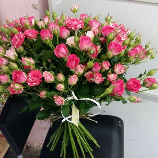 Букет из 25 розовых кустовых роз 60 см: букеты цветов на заказ Flowwow