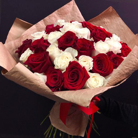 Микс  из 51 белой и красной розы  : букеты цветов на заказ Flowwow