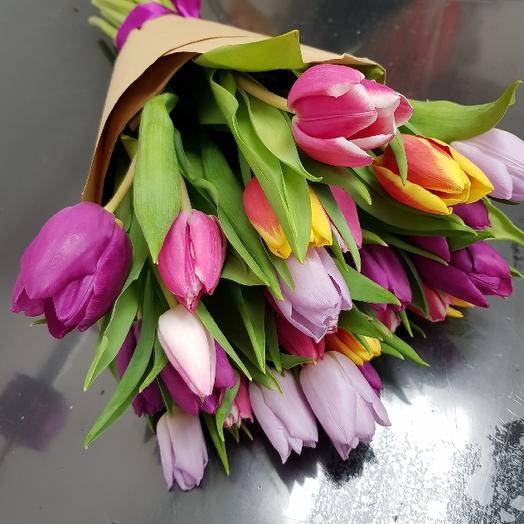 Букет из 27 разноцветных тюльпанов: букеты цветов на заказ Flowwow