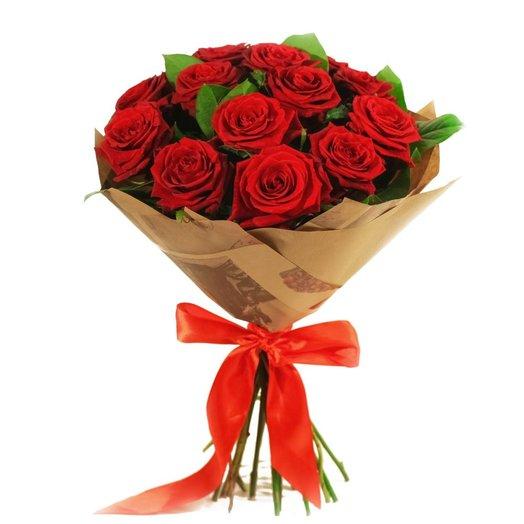 13 роз в крафте с зеленью: букеты цветов на заказ Flowwow