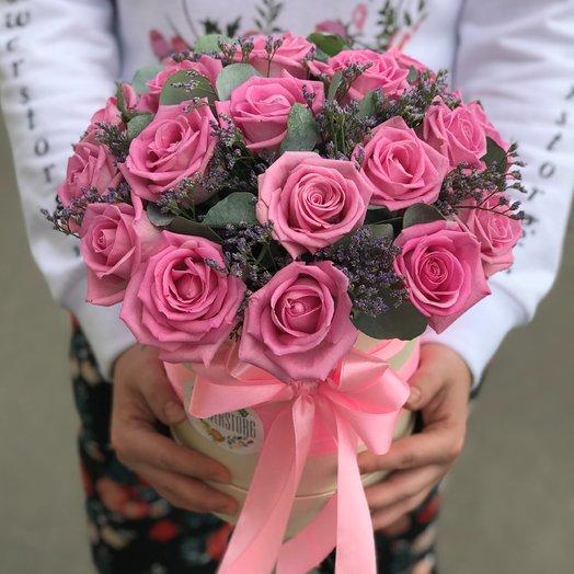 Коробки с цветами. Розы.  19 роз . Лимониум .Эвкалипт. N211