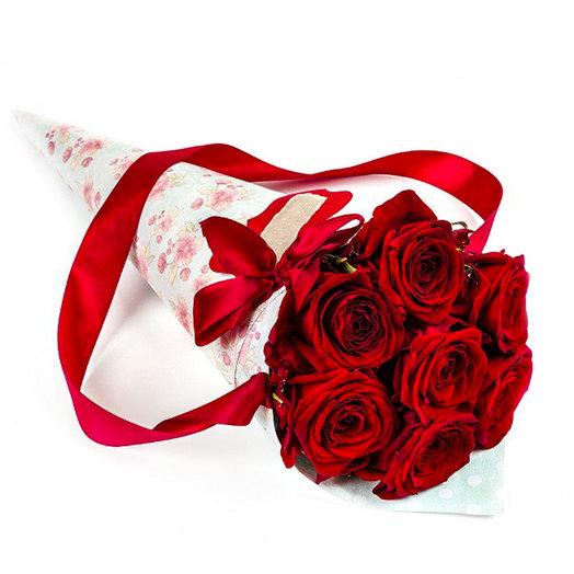 Букет из 7-ми роз в крафт-конусе: букеты цветов на заказ Flowwow
