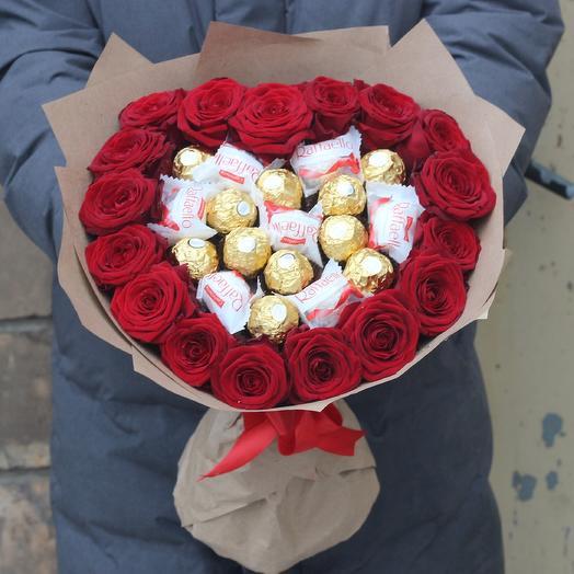 Сердце из роз и конфет: букеты цветов на заказ Flowwow