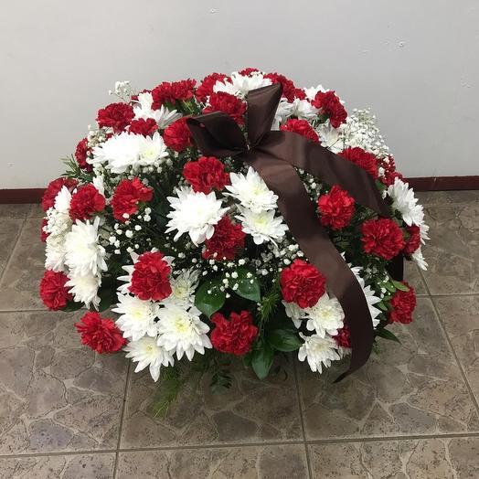 "Корзина на возложение 9 мая ""Виктори"": букеты цветов на заказ Flowwow"