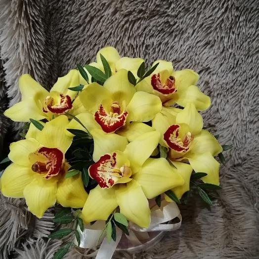 Коробочка с жёлтой орхидеей: букеты цветов на заказ Flowwow