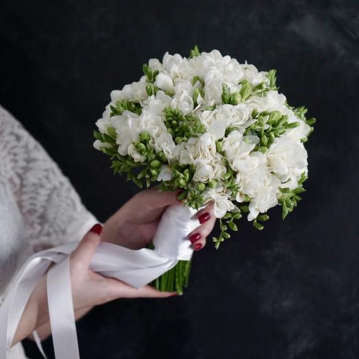Букет невесты из 49 веточек фрезии