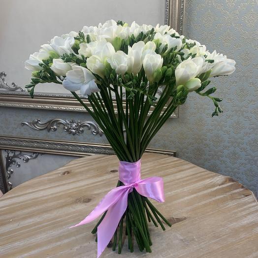 Фрезии белые 49 шт: букеты цветов на заказ Flowwow