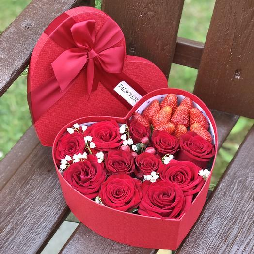Сердце с розами и клубникой: букеты цветов на заказ Flowwow