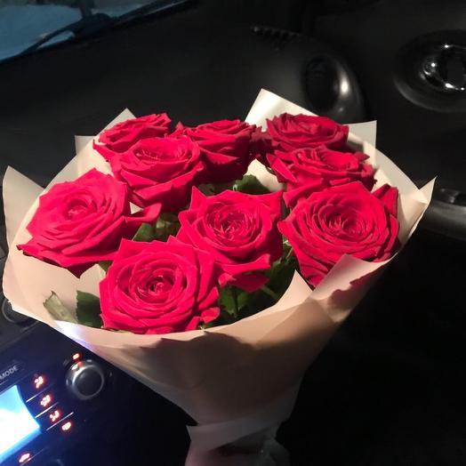 Букет из 9 роз в дизайнерской упаковке