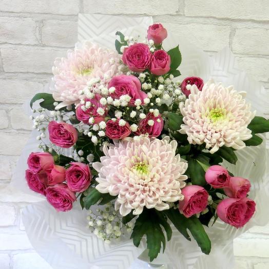 Мини букет с кустовой розой