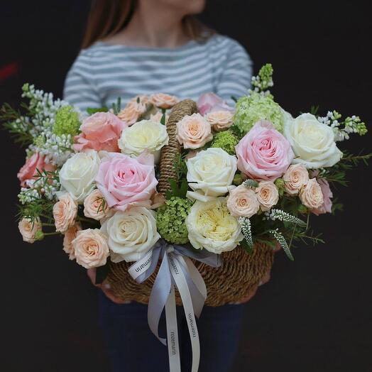 Корзина с цветами Flora