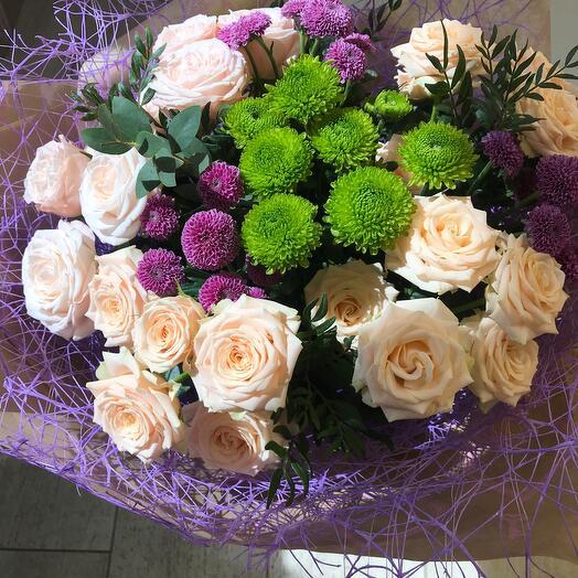 Роза кустовая и хризантема