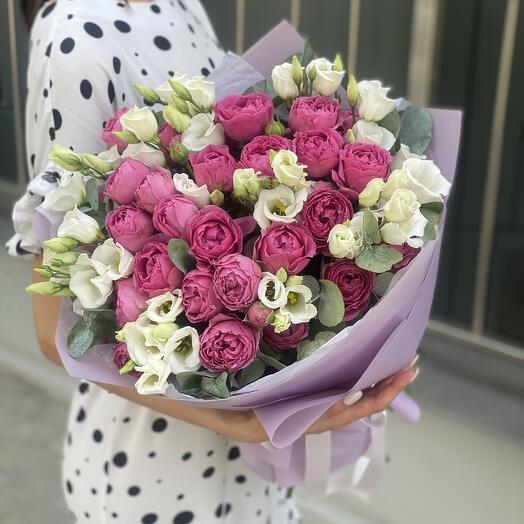 Букет Романтика из пионовидных роз и эустомы