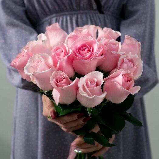 15 высоких розовых роз