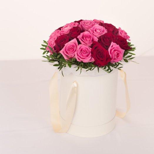 Шляпная коробка с красными и розовыми розами