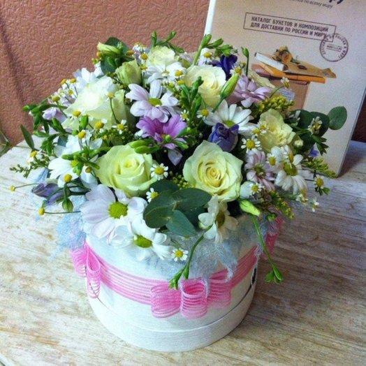 Композиция в шляпной коробочке: букеты цветов на заказ Flowwow