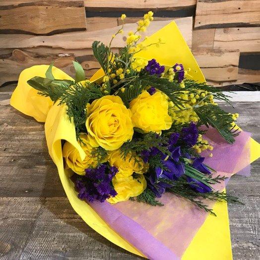 Букет с ирисами: букеты цветов на заказ Flowwow